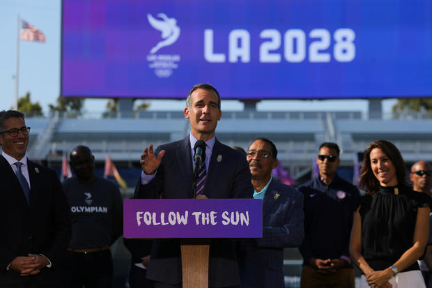 Los Angeles Mayor Eric Garcetti announces an agreement for the city of Los Angeles to host the 2028 Olympic Games from Carson, California U.S. July 31, 2017.  REUTERS/Mike Blake - RTS19WYF