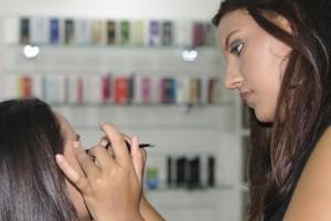 makeup-395044_1920