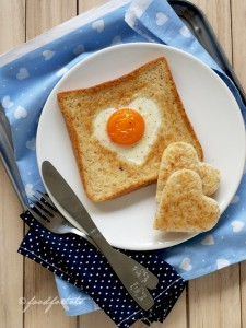 heart-shaped-foods-Valentines-Day-egg-toast