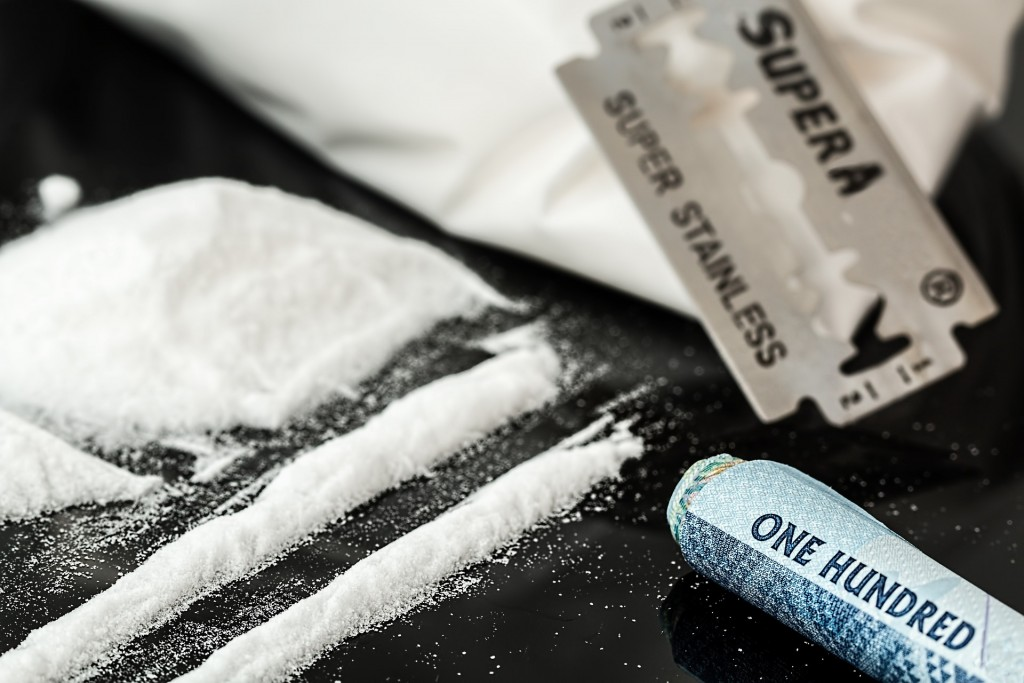 drugs-908533_1920