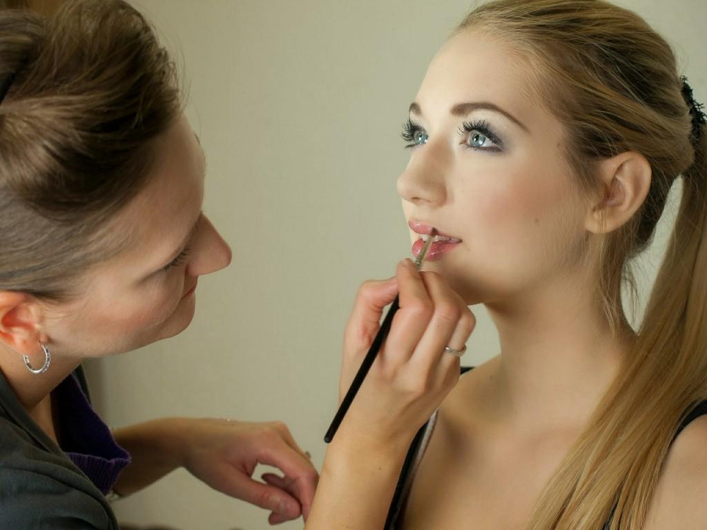 makeup-artist-487063_1920